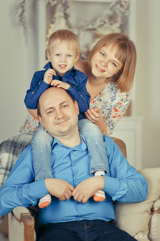 Семейная фотосессия в фотостудии в Красноярске