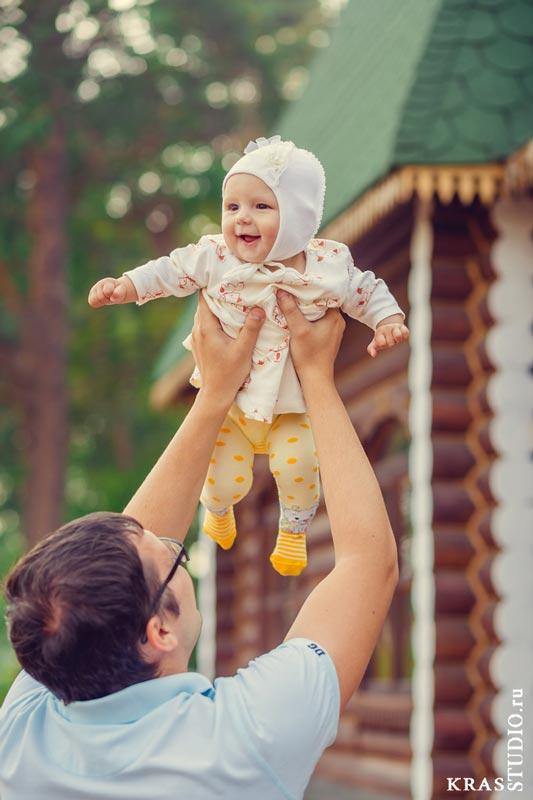 Детская фотосессия летом в парке Красноярска
