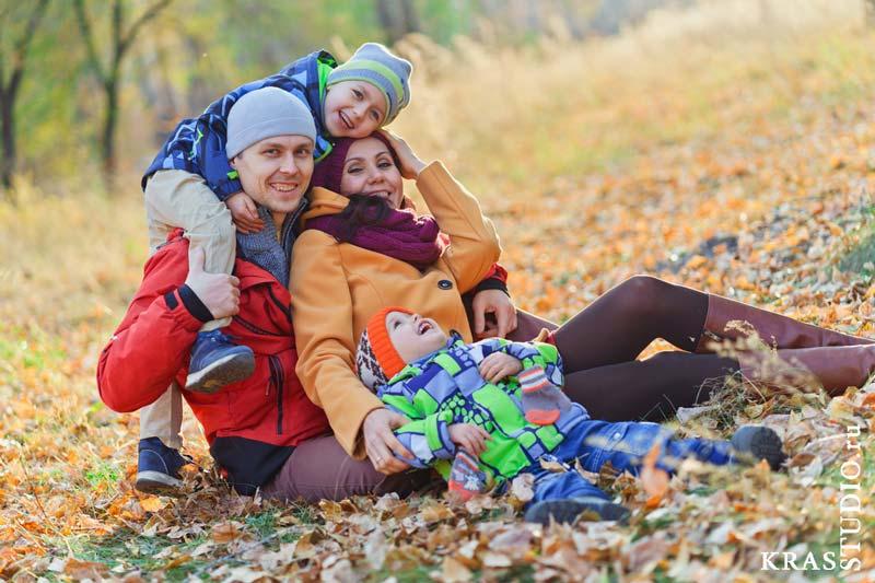 Осенняя семейная фотосессия в Красноярске не дорого