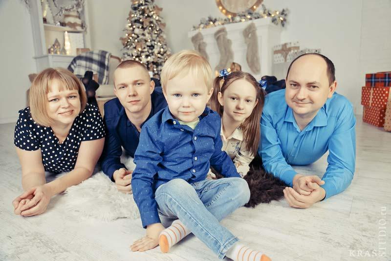 Фотосессия с семьёй в студии