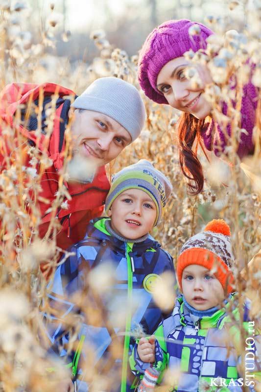 Семейная фотосессия в парке или в лесу в Красноярске