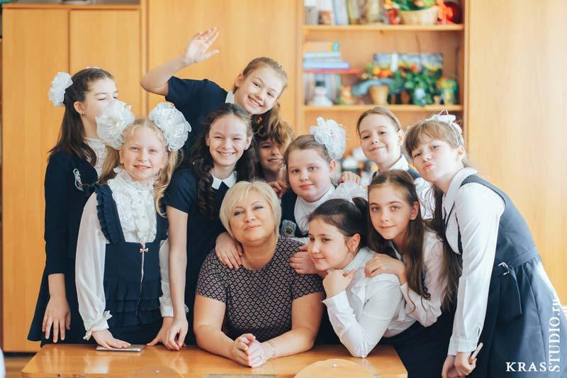 Школьная фотография с учителем Красноярск
