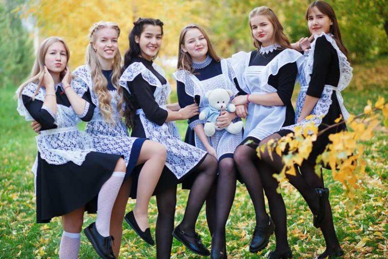Школьная фотосессия в парке осенью в Красноярске